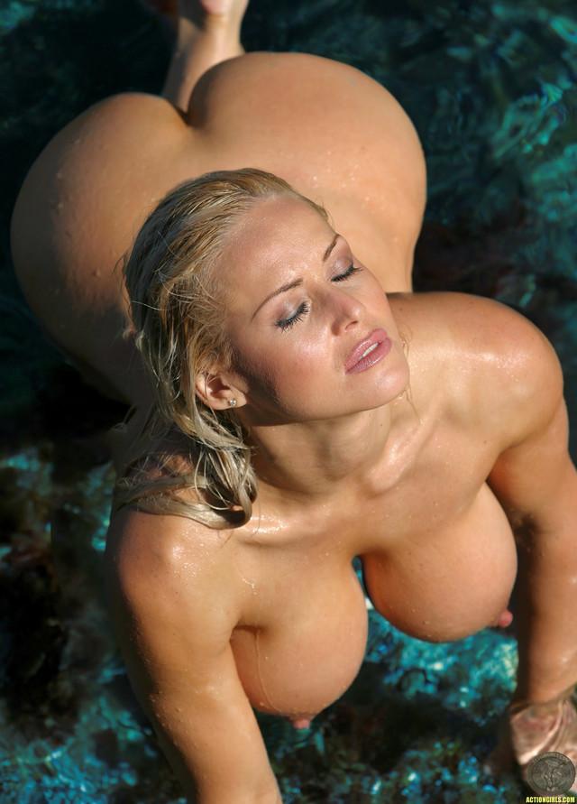 Jodie Blonde Nude Busty Ass Shower Hat Beach Babe Source 1